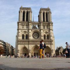 Luggage storage Notre Dame de Paris Cathedral